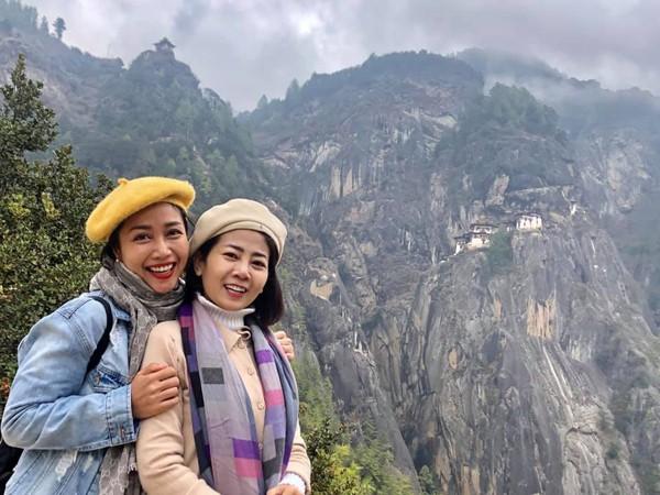 Ốc Thanh Vân đăng ảnh 10 năm với Mai Phương, cầu chúc đồng nghiệp sớm hồi phục - Ảnh 2.