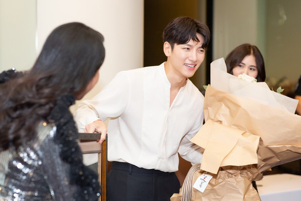 Diệp Lâm Anh chính thức lên tiếng về sự kiện Ji Chang Wook bị huỷ, hé lộ loạt ảnh cuộc gặp gỡ 15 phút với tài tử Hàn - Ảnh 2.