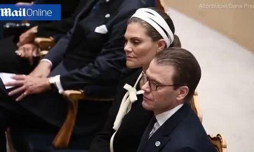 Công chúa Thụy Điển ngủ gật - Ảnh 1.