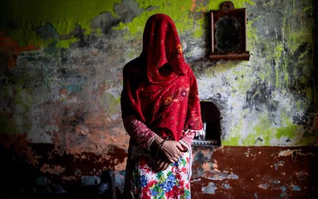 Phụ nữ Ấn Độ phải chịu cảnh ăn nằm với anh em của chồng, đẻ con không biết ai là bố đứa trẻ bởi chế độ đa phu cổ hủ - Ảnh 1.
