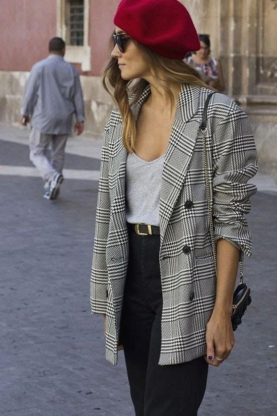 Phối áo blazer cùng quần jeans - Ảnh 2.