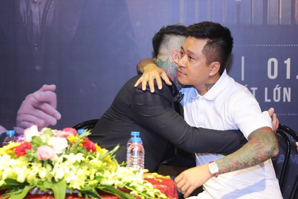 Vũ Duy Khánh khóc nghẹn vì lời hứa của Tuấn Hưng - Ảnh 2.