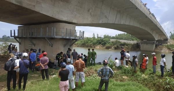 Bỏ lại xe máy, cô gái 30 tuổi gieo mình xuống sông tự tử - Ảnh 1.