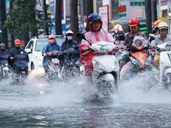 Thời tiết hôm nay: Vùng áp thấp trên Biển Đông gây mưa dông gió lớn - Ảnh 1.