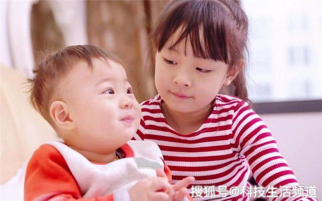 """Cậu bé tiểu học khóc lóc vì mẹ sắp sinh em bé: """"Rồi con sẽ chết để mẹ chỉ lo cho em"""" - Ảnh 3."""