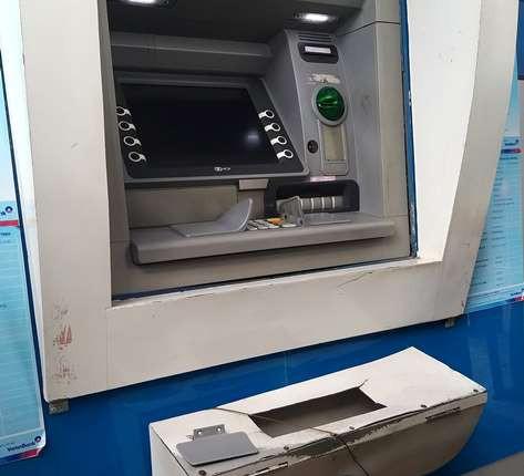 Bắt 3 đối tượng người Trung Quốc làm giả thẻ ATM chiếm đoạt tiền - Ảnh 3.