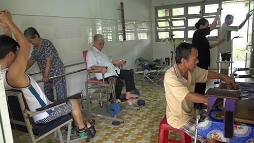 Khoa YHCT - Trung tâm Y tế huyện Gò Công Tây (Tiền Giang): Điểm tựa của bệnh nhân phục hồi chức năng - Ảnh 1.