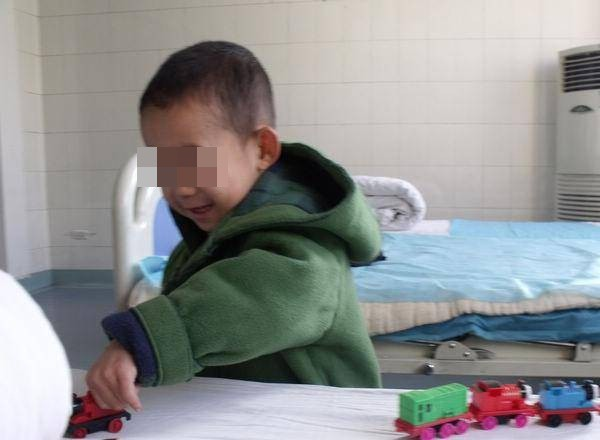 Cậu bé 9 tuổi bị ung thư ruột, bác sĩ cảnh báo 2 loại thực phẩm cả người lớn và trẻ nhỏ đều không nên ăn - Ảnh 2.