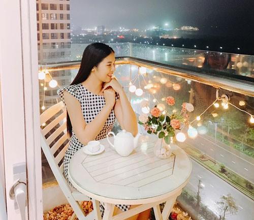 Hoa hậu Ngọc Hân khoe căn hộ ven biển tự thiết kế, nhìn góc ban công khiến dân tình phải xuýt xoa - Ảnh 15.