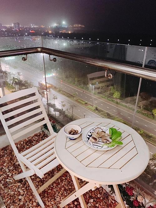 Hoa hậu Ngọc Hân khoe căn hộ ven biển tự thiết kế, nhìn góc ban công khiến dân tình phải xuýt xoa - Ảnh 13.