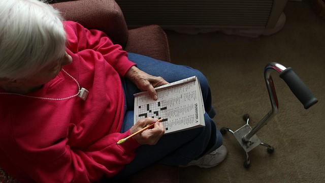 Dấu hiệu nhận biết và cách phòng tránh bệnh suy giảm trí nhớ ở người cao tuổi - Ảnh 3.