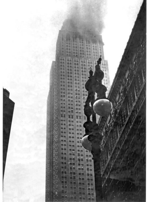Bị thương nặng khi máy bay lao vào tòa nhà rồi rơi tự do trong thang máy từ tầng 79 cùng 1 ngày, người phụ nữ vẫn sống sót thần kỳ - Ảnh 1.