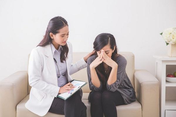 Khi dược sĩ cầm viên thuốc của chồng tôi và giải thích về công dụng, tôi hoảng loạn rồi suy sụp vì không dám tin - Ảnh 2.