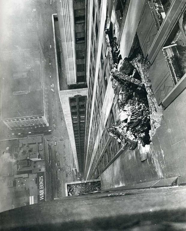Bị thương nặng khi máy bay lao vào tòa nhà rồi rơi tự do trong thang máy từ tầng 79 cùng 1 ngày, người phụ nữ vẫn sống sót thần kỳ - Ảnh 2.