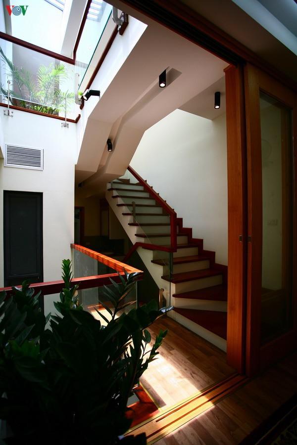 Ngôi nhà hướng tây nằm trong ngõ hẹp ở Hà Nội có thiết kế đẹp bắt mắt ngay từ lối vào - Ảnh 10.