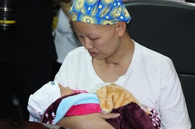 Bé Bình An và người mẹ ung thư ra sao sau 2 tháng xuất viện về quê? - Ảnh 3.