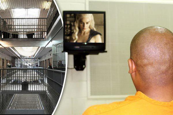 Người đàn ông thích ngồi tù để được xem truyền hình miễn phí - Ảnh 1.