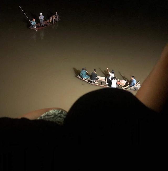 Bỏ lại xe đạp điện trên cầu, nam thanh niên ở Hà Tĩnh nhảy xuống sông tự tử - Ảnh 2.