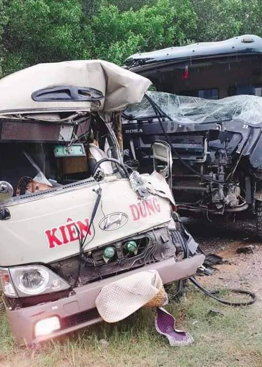 Tai nạn nghiêm trọng tại Phú Thọ: Xe khách va chạm xe tải, gần 10 người nhập viện cấp cứu - Ảnh 1.