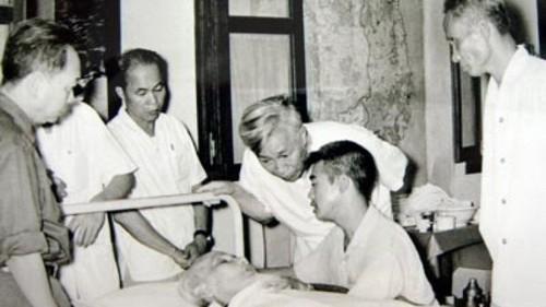 Chuyện kể của các thầy thuốc chăm sóc sức khỏe Bác Hồ - Ảnh 1.