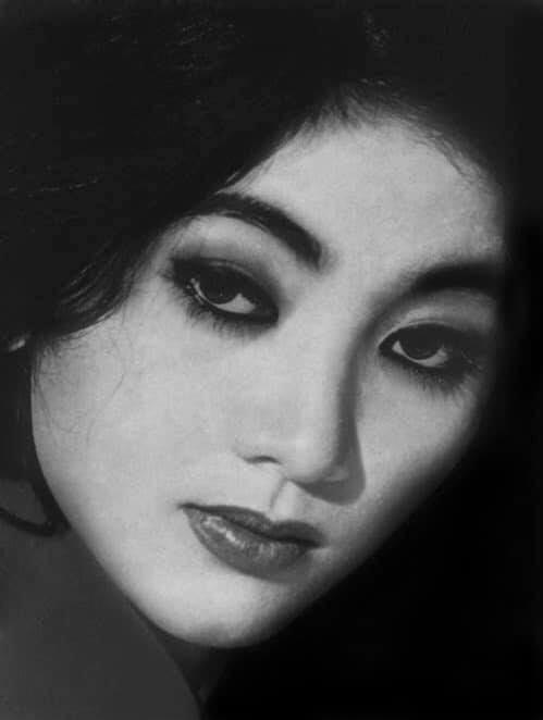 Nhìn lại nhan sắc dàn mỹ nhân sở hữu mắt to hút hồn của showbiz Việt qua từng thời kỳ - Ảnh 1.