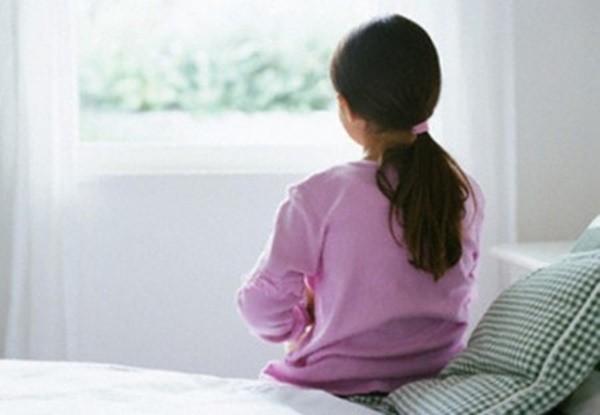 Phát hiện đồ lót của con gái 13 tuổi ra dịch vàng, mẹ dẫn đi siêu âm mới giật mình vì căn bệnh con đang mắc - Ảnh 2.