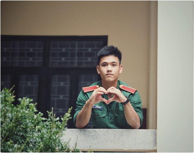 Nam sinh trường quân sự đẹp trai, nhiều tài lẻ  - Ảnh 4.