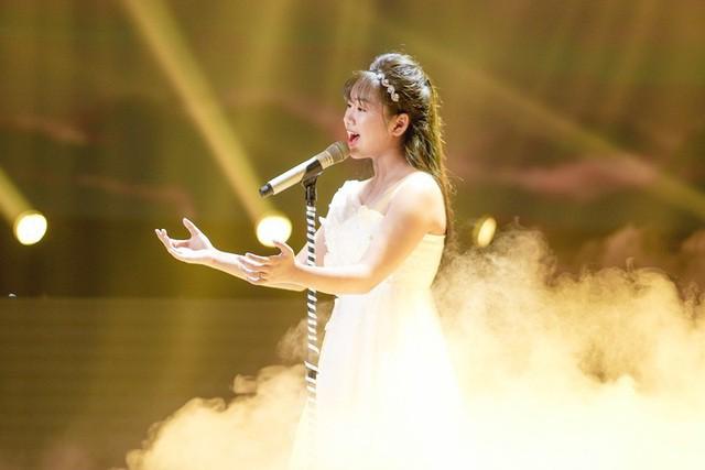 """""""Thần đồng Bolero"""" hát tặng mẹ mắc bệnh ung thư khiến Phạm Quỳnh Anh rơi lệ - Ảnh 3."""