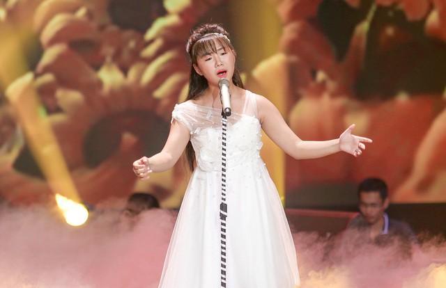 """""""Thần đồng Bolero"""" hát tặng mẹ mắc bệnh ung thư khiến Phạm Quỳnh Anh rơi lệ - Ảnh 4."""