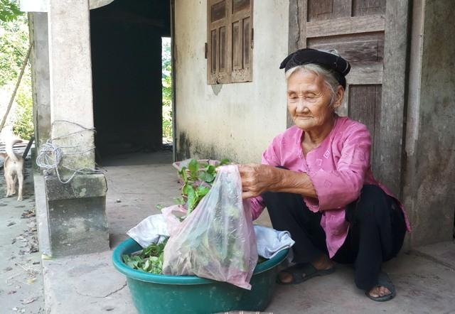 Cảm động đằng sau câu chuyện cụ bà 83 tuổi ở Thanh Hóa xin... thoát nghèo! - Ảnh 2.