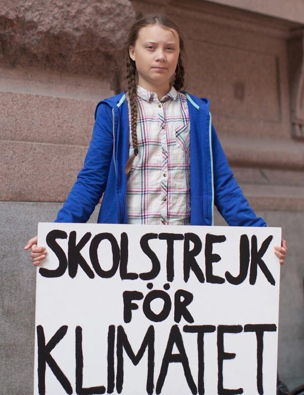 Thân thế thiếu nữ 16 tuổi trừng mắt nhìn Tổng thống Donald Trump và phát ngôn cực gắt về môi trường - Ảnh 3.