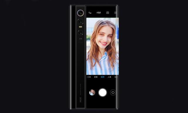Độc đáo chiếc smartphone có màn hình... bao quanh thân máy, giá 2.800 USD - Ảnh 2.