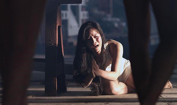 Trước Thanh Hằng, nhiều mỹ nhân Việt sốc và sợ khi nhớ lại cảnh nóng quay hàng tiếng đồng hồ - Ảnh 2.