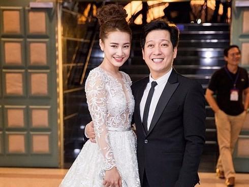 Kỷ niệm 1 năm ngày cưới, Nhã Phương háo hức đập hộp hàng hiệu được Trường Giang tặng nhưng mở ra lại rớt nước mắt - Ảnh 1.