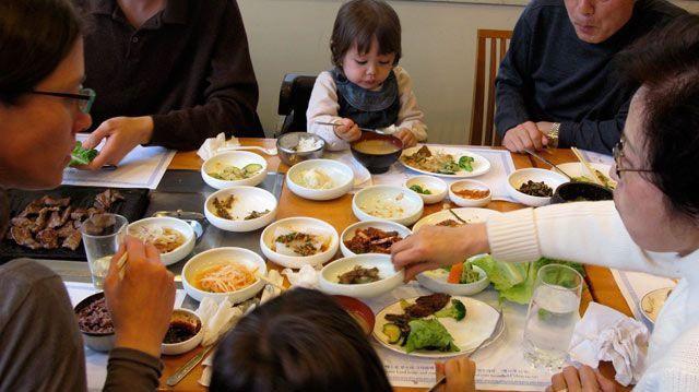 Sức mạnh không ngờ của bữa cơm gia đình khiến nhiều người ngỡ ngàng - Ảnh 3.