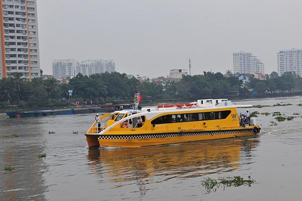 Trải nghiệm tuyến buýt đường sông duy nhất tại Việt Nam - Ảnh 1.