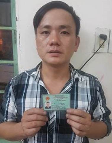 Lật mặt nghi phạm giả cảnh sát, chặn người đi đường kiểm tra giấy tờ - Ảnh 1.