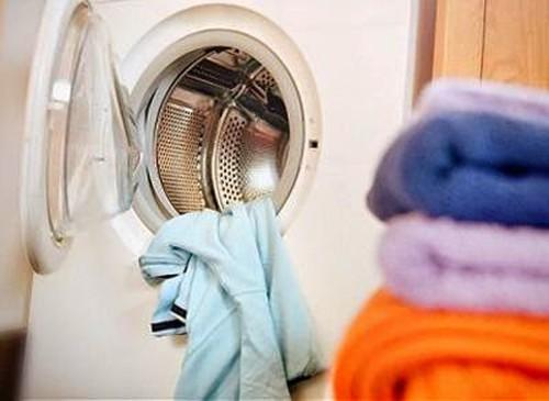 Luôn đóng cửa máy giặt sau khi giặt xong để tránh bụi, sai lầm tai hại đến khi nhận ra thì đã quá muộn - Ảnh 2.