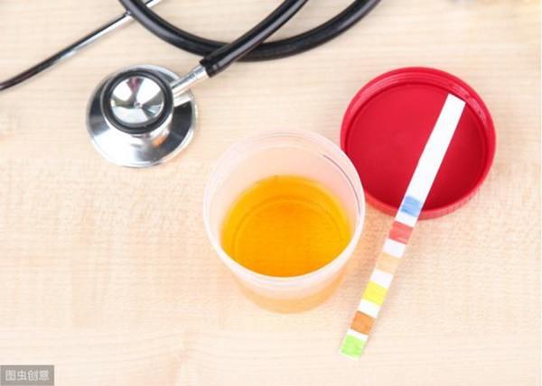 Người đàn ông 36 tuổi nhập viện vì suy thận, thủ phạm chính là 2 loại nước nhiều người thích - Ảnh 1.