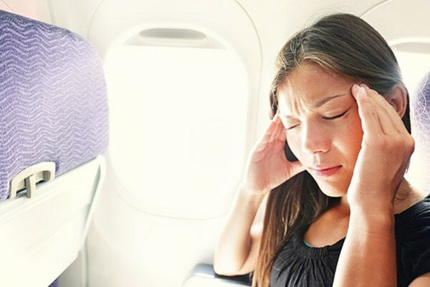Làm sao để thoát khỏi cảm giác ù tai lúc máy bay cất và hạ cánh? Đây chính là câu trả lời - Ảnh 2.