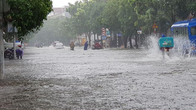 Nhiều trường học sẽ hoãn khai giảng năm học mới vì mưa lũ  - Ảnh 2.
