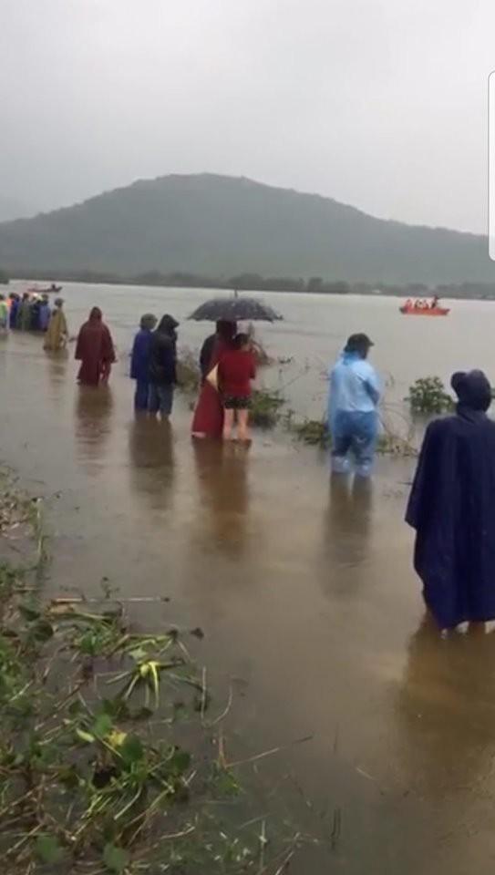 Đi thả lưới, hai người đàn ông ở Hà Tĩnh bị lật thuyền tử vong - Ảnh 1.
