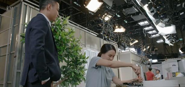 Hoa hồng trên ngực trái tập 10: Trà bị mẹ Thái đuổi thẳng cổ khỏi công ty con trai - Ảnh 1.