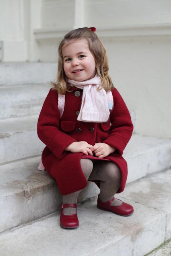 Ngày đầu đến trường của con cháu Nữ hoàng Anh - Ảnh 1.