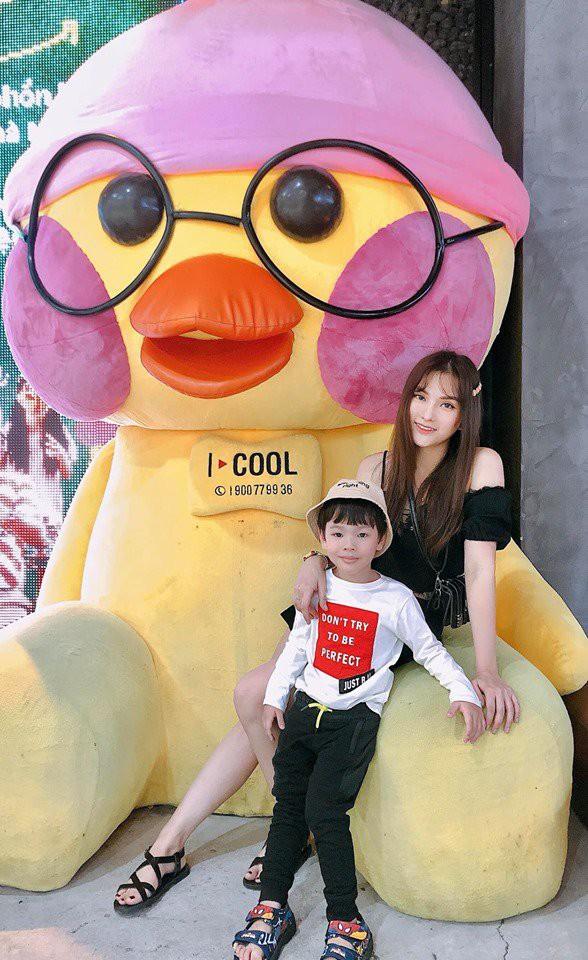 Thu Thủy cùng chồng kém 10 tuổi hào hứng đưa bé Henry tới trường trong ngày khai giảng năm học mới, bỏ qua loạt ồn ào không đáng có - Ảnh 15.