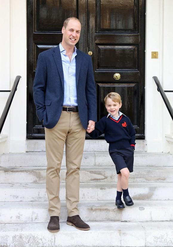 Ngày đầu đến trường của con cháu Nữ hoàng Anh - Ảnh 3.