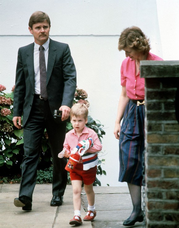 Ngày đầu đến trường của con cháu Nữ hoàng Anh - Ảnh 4.