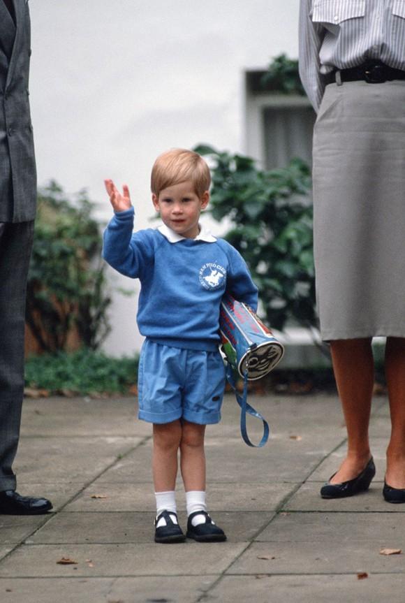 Ngày đầu đến trường của con cháu Nữ hoàng Anh - Ảnh 6.