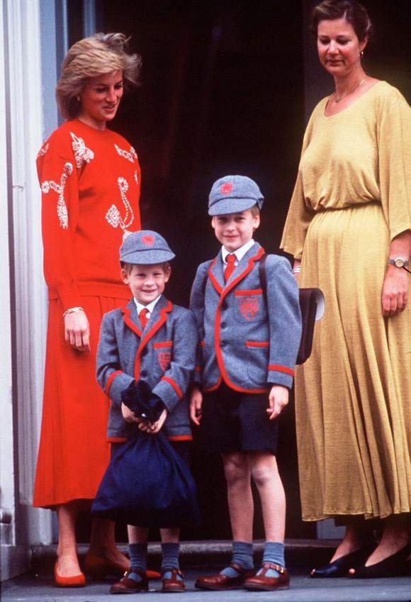 Ngày đầu đến trường của con cháu Nữ hoàng Anh - Ảnh 7.
