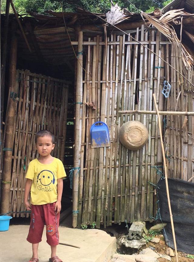 Mồ côi bố, nhà quá nghèo, bé trai mắc bệnh tim sống lay lắt vì không có tiền điều trị - Ảnh 2.
